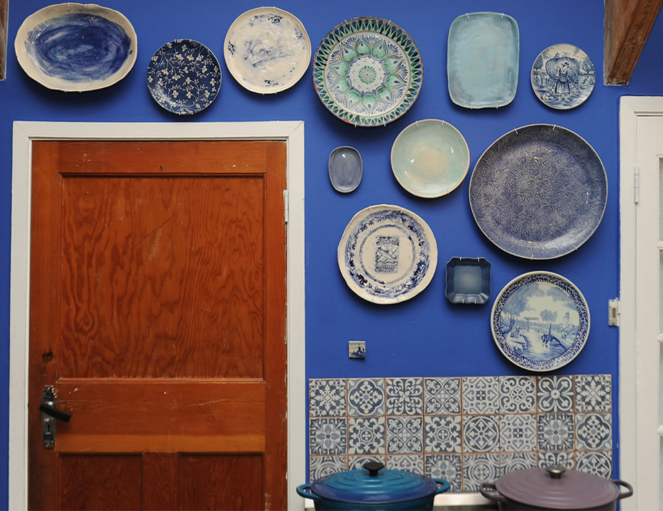 Mynhardt Stasie Street Kitchen blou bord muur